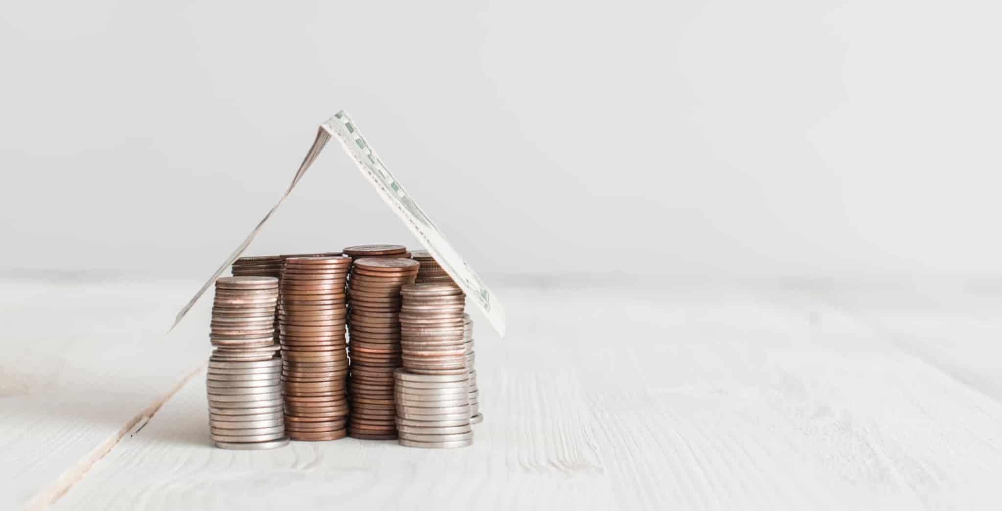 casa de moedas com um telhado de nota