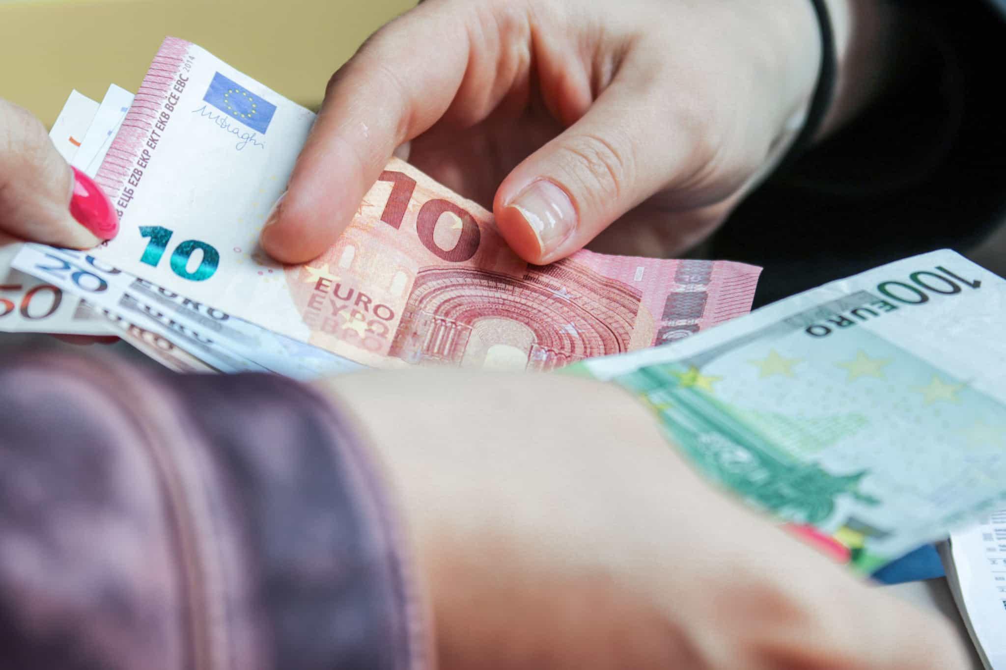 Empréstimo_dinheiro_notas_troca_juros