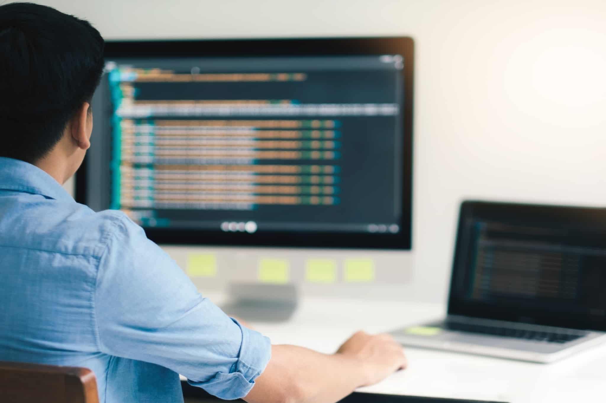 programador trabalha em software