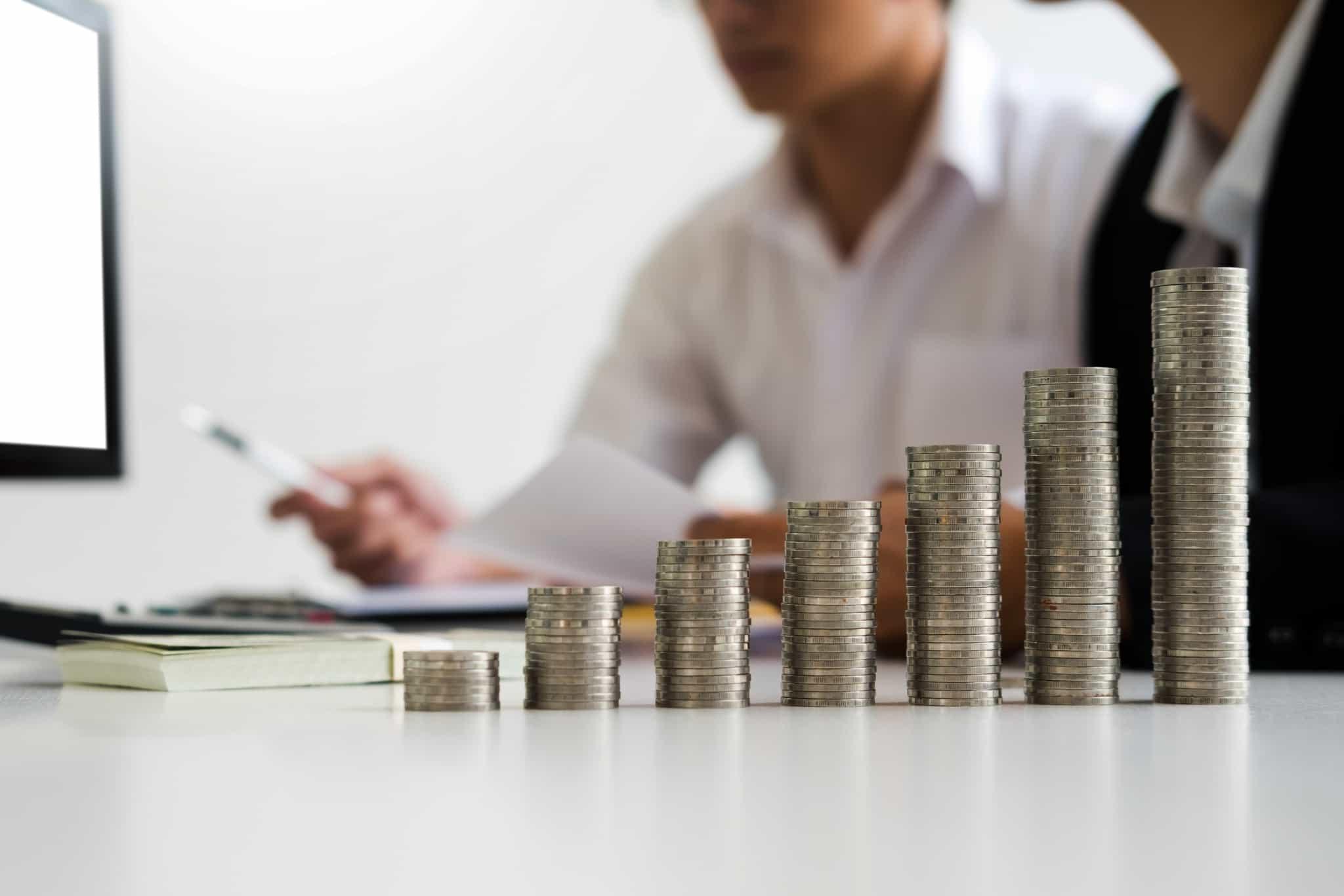 moedas em cima da mesa_preparar crise financeira