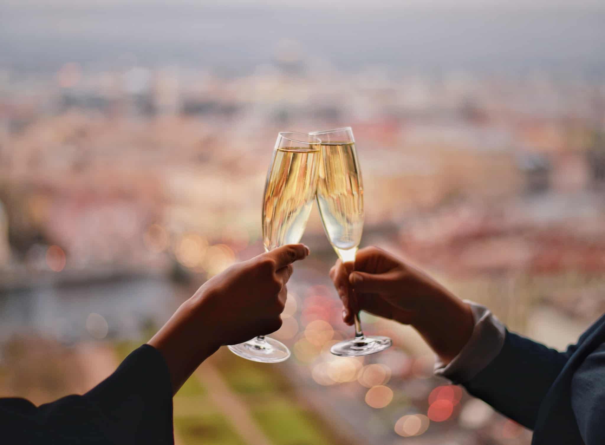 brindes com copos de champagne