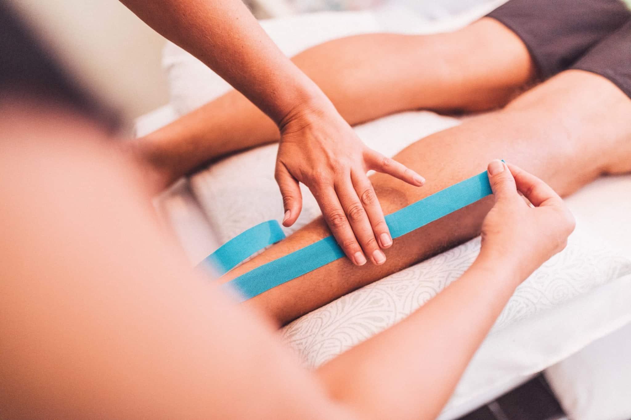 aplicar barra azul nas pernas como tratamento muscular