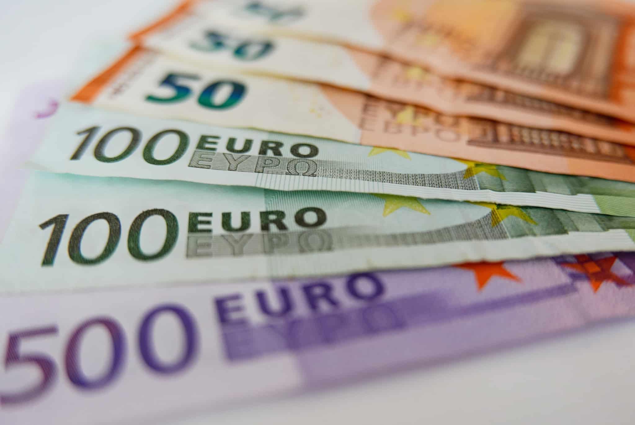 notas de quinhentos cem e cinquenta euros