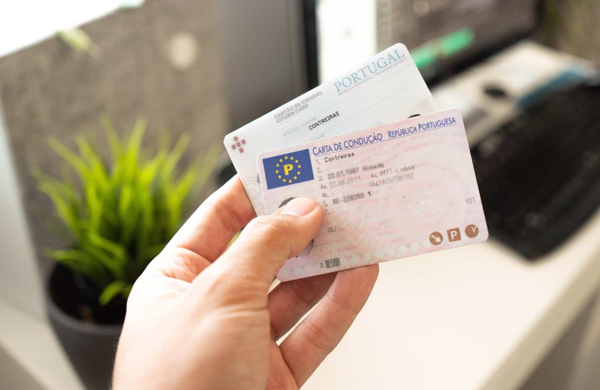 mostrar carta de condução e cartão de cidadão