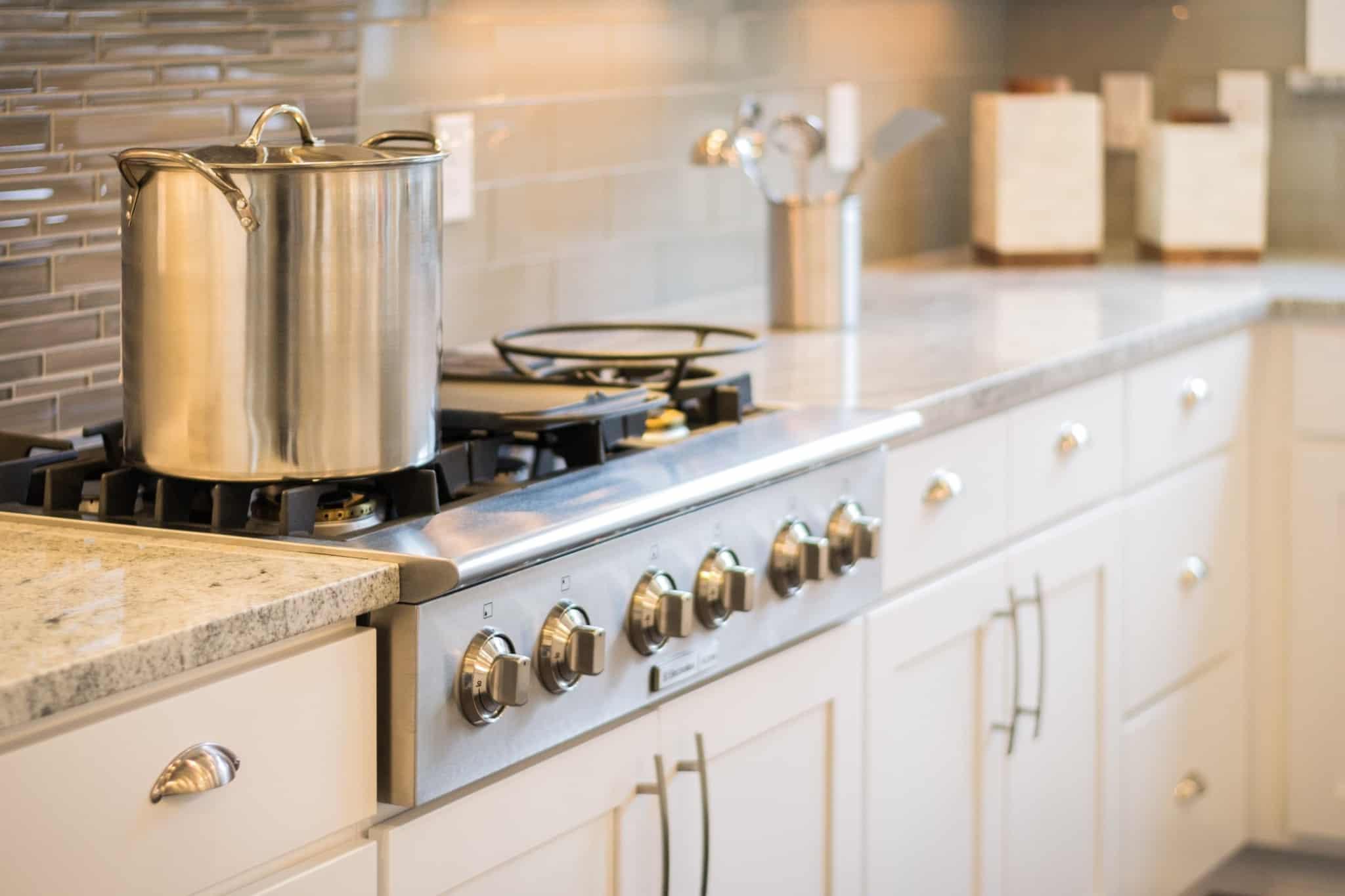 panela de sopa no fogão