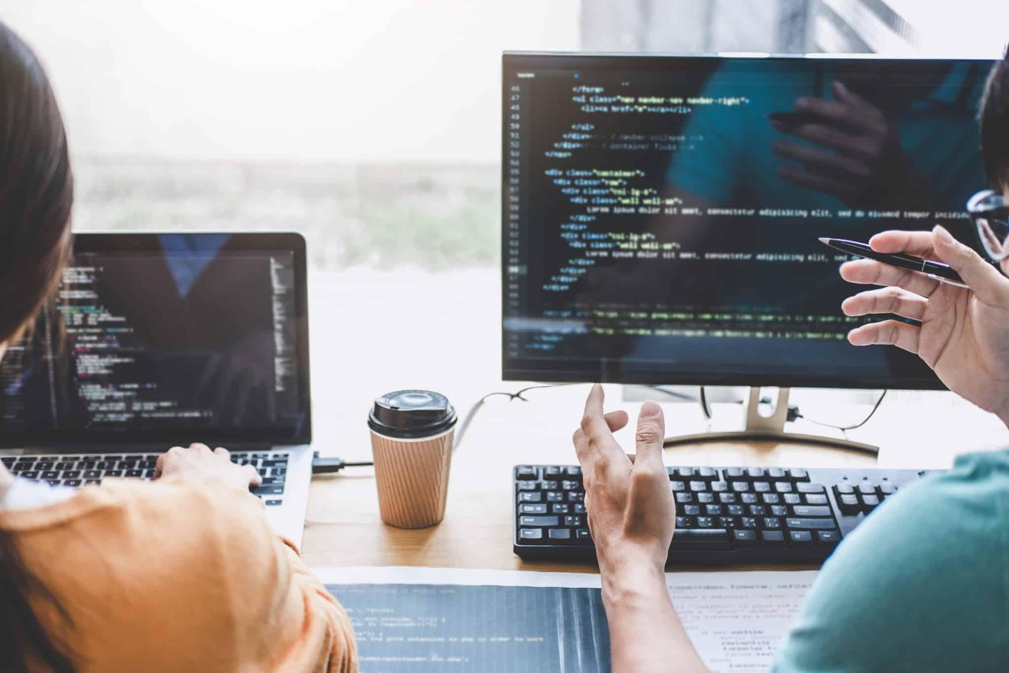 profissoes do futuro programadores a fazer codigo