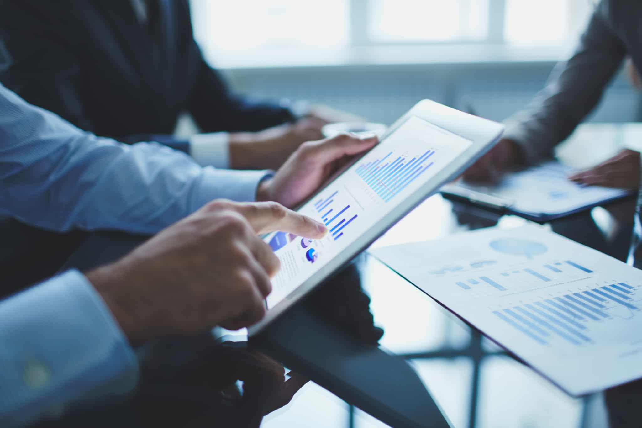 Investidor analisa o desempenho dos seus investimentos no PSI-20